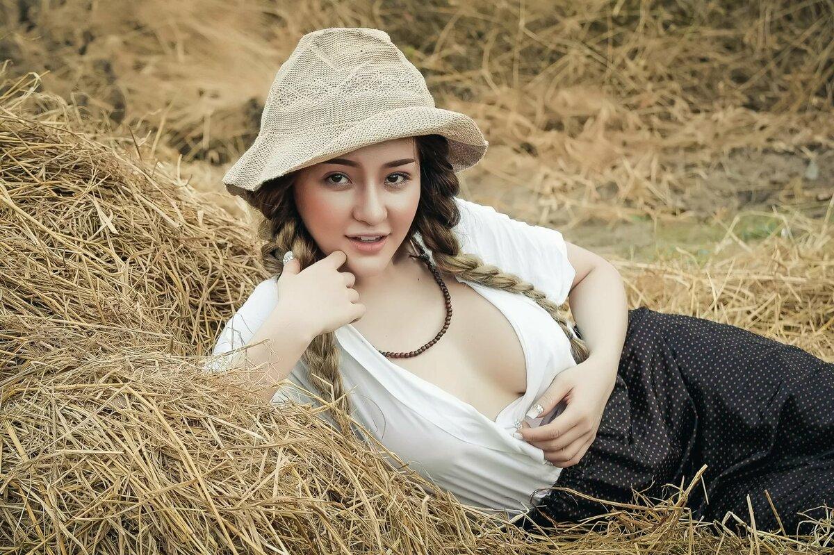 hairy-farm-girls-michelle-borth-nude-dildo