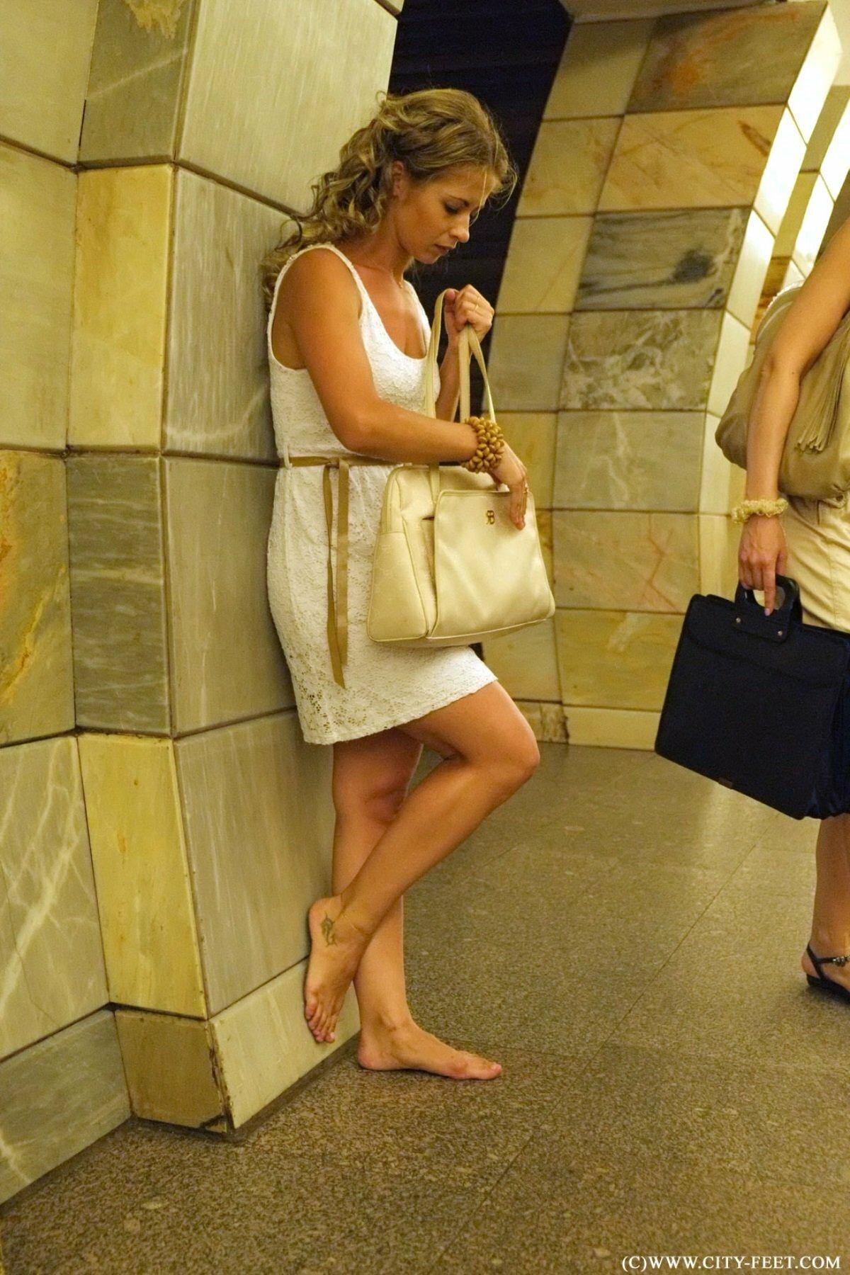 фотографий фото женских ног в метро эспандеры-бабочки, они мало