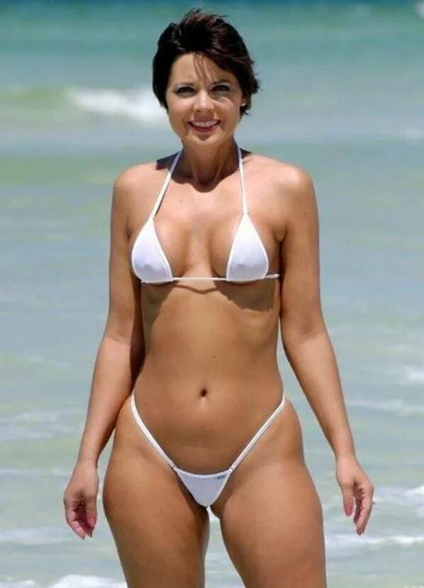 Beautiful bikini moms — img 5
