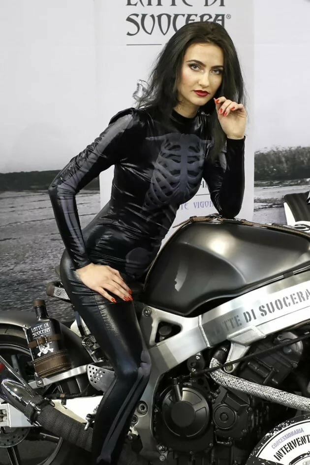 Cubbing girl sexy black leather motorcycle gear for women pictures