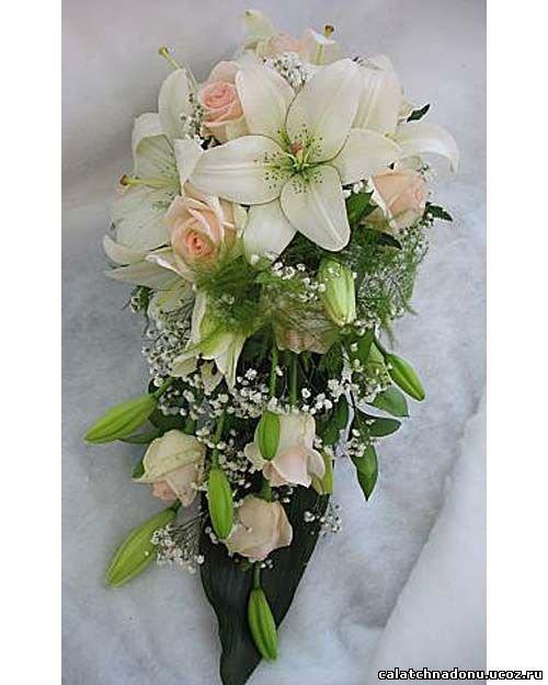 Невесты, свадебный букет из 13 роз и лилий