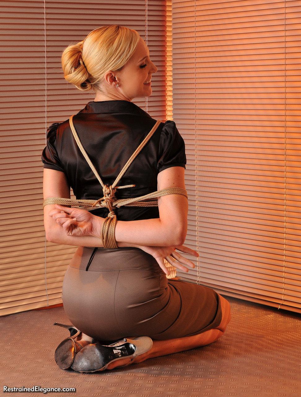 связывание в одежде очень симпатичная