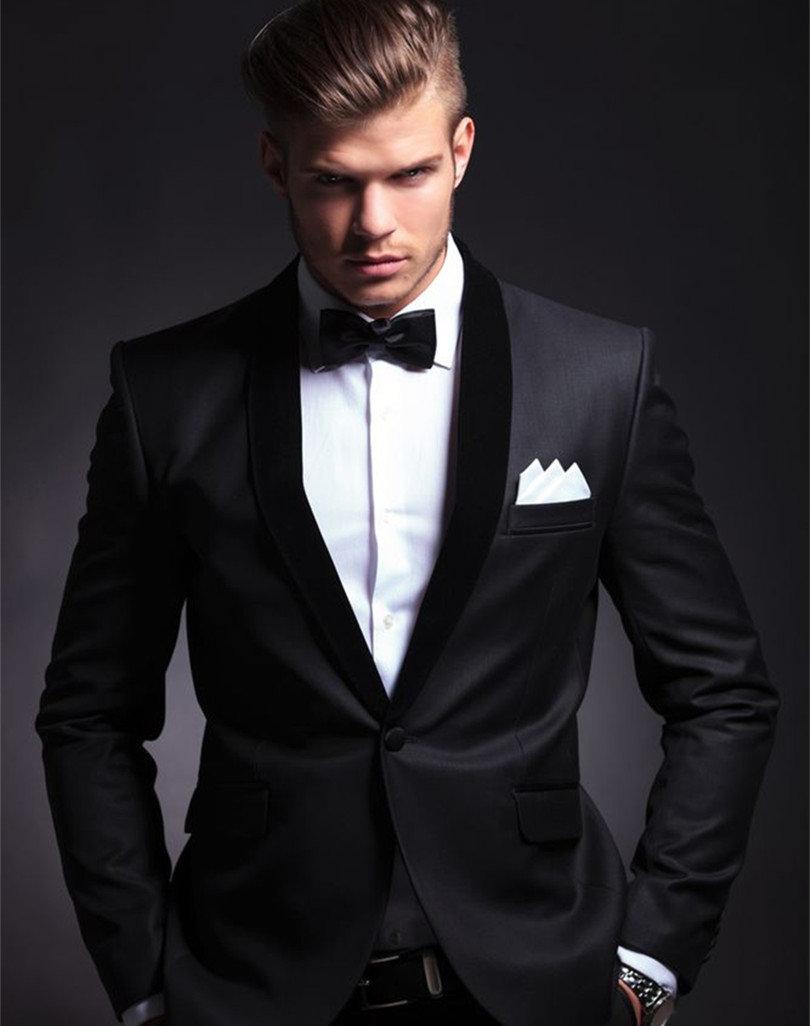 Пацан в черном костюме