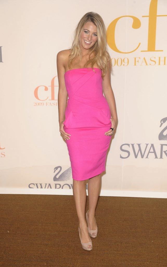 с чем носить розовое платье футляр фото кузьмин прошёл курсы