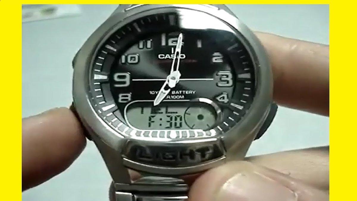 Зажмите и удерживаете в течении 5 сек кнопку forward до звукового сигнала и мигания индикации секунд.