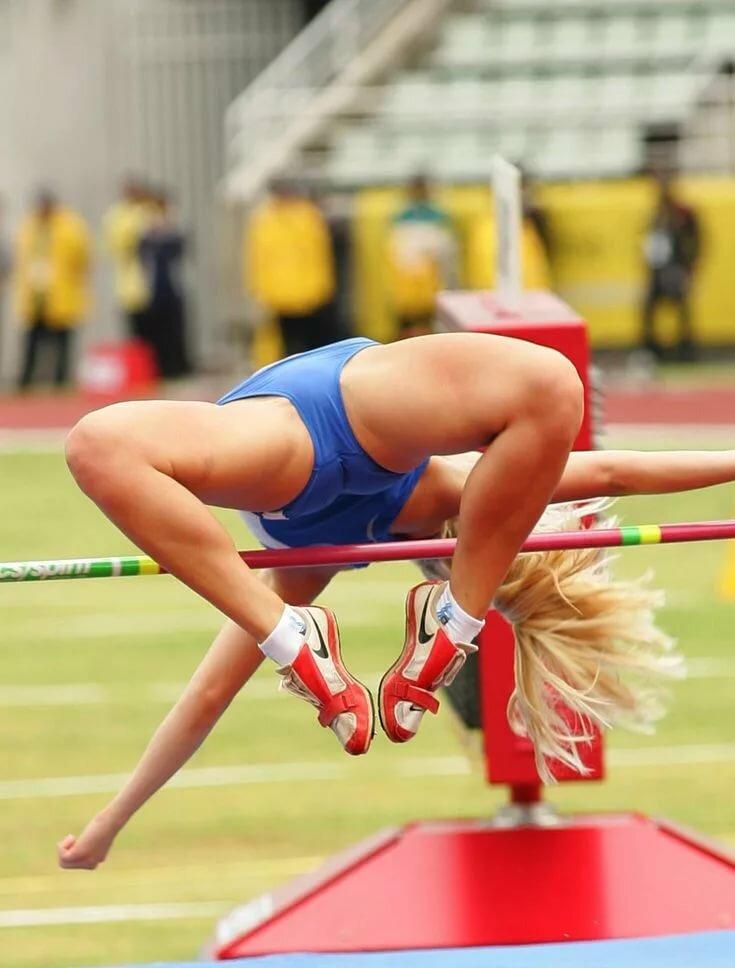 спортсменки в интересной позе фото