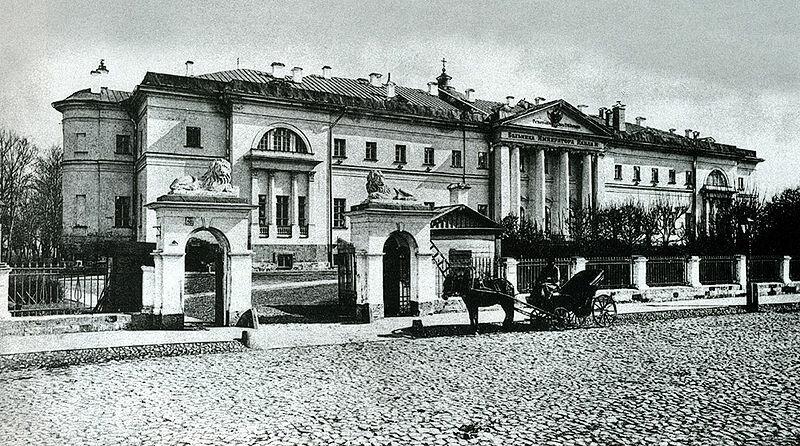 25 сентября 1763 года по приказу Екатерины II в Москве открыт Павловский госпиталь - первая публичная больница в России