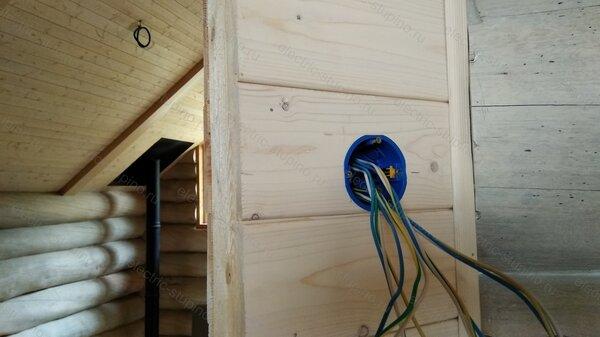 Установка подрозетника в деревянном доме