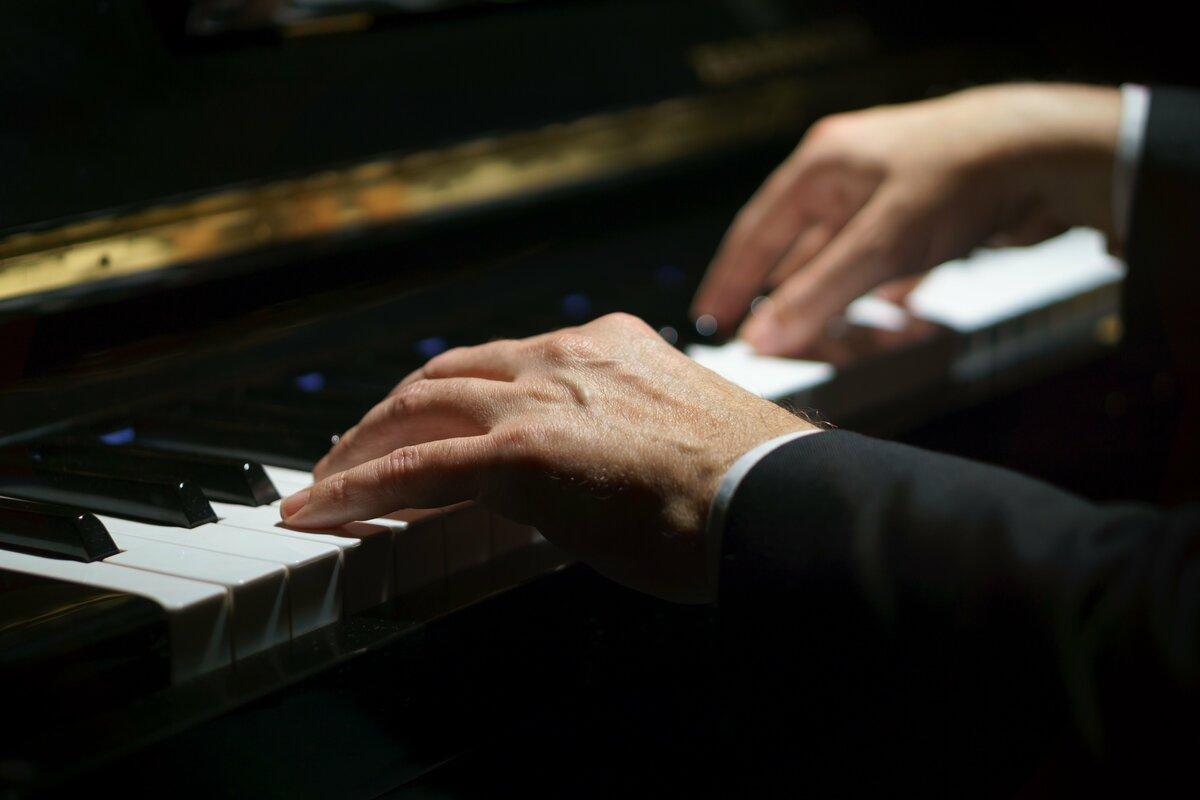 днем рождения руки пианистов фото страна первой