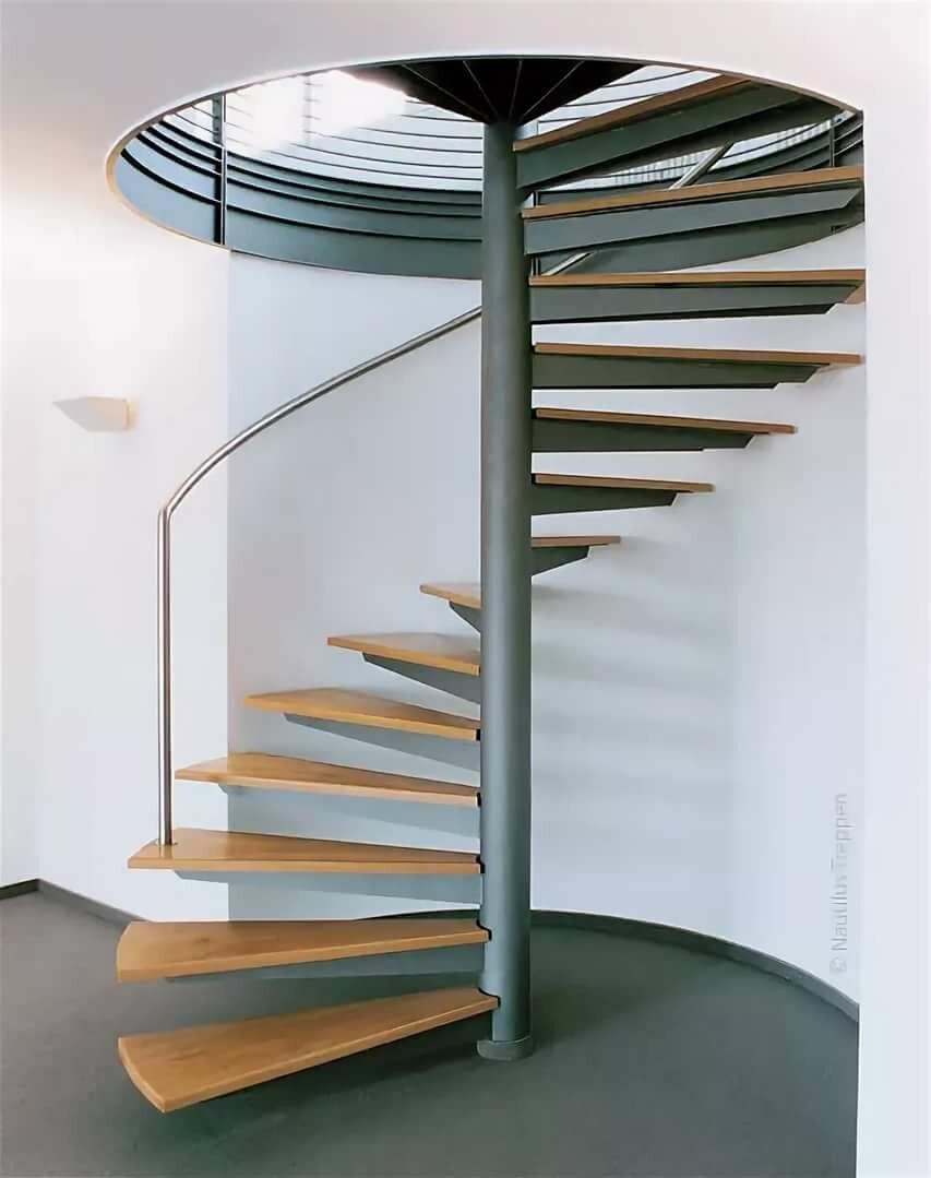 лестницы с металлическим столбом фото