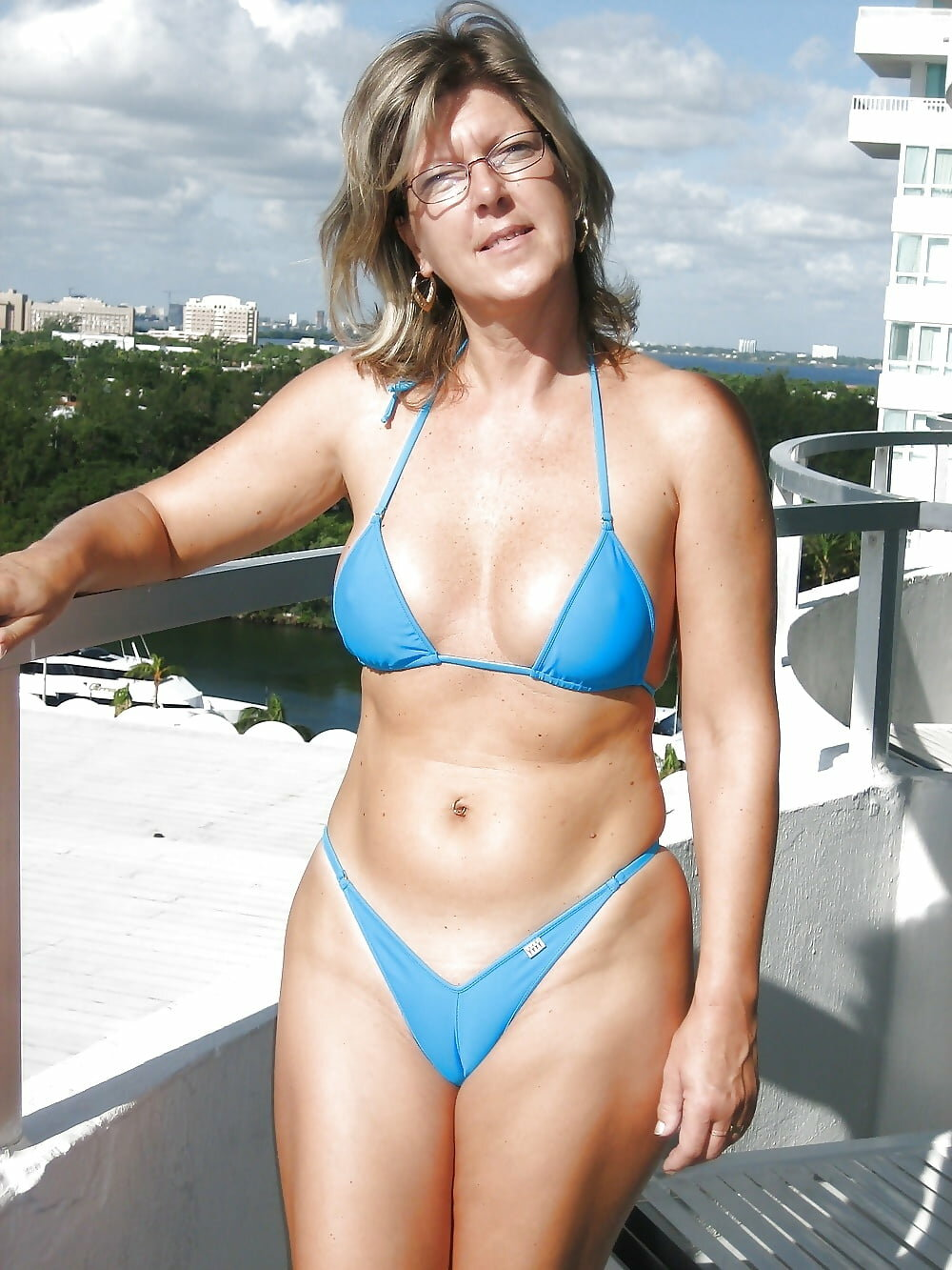 Nude mom outdoor