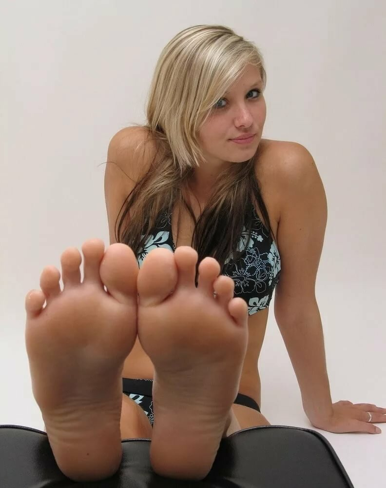 Petite Feet Nude