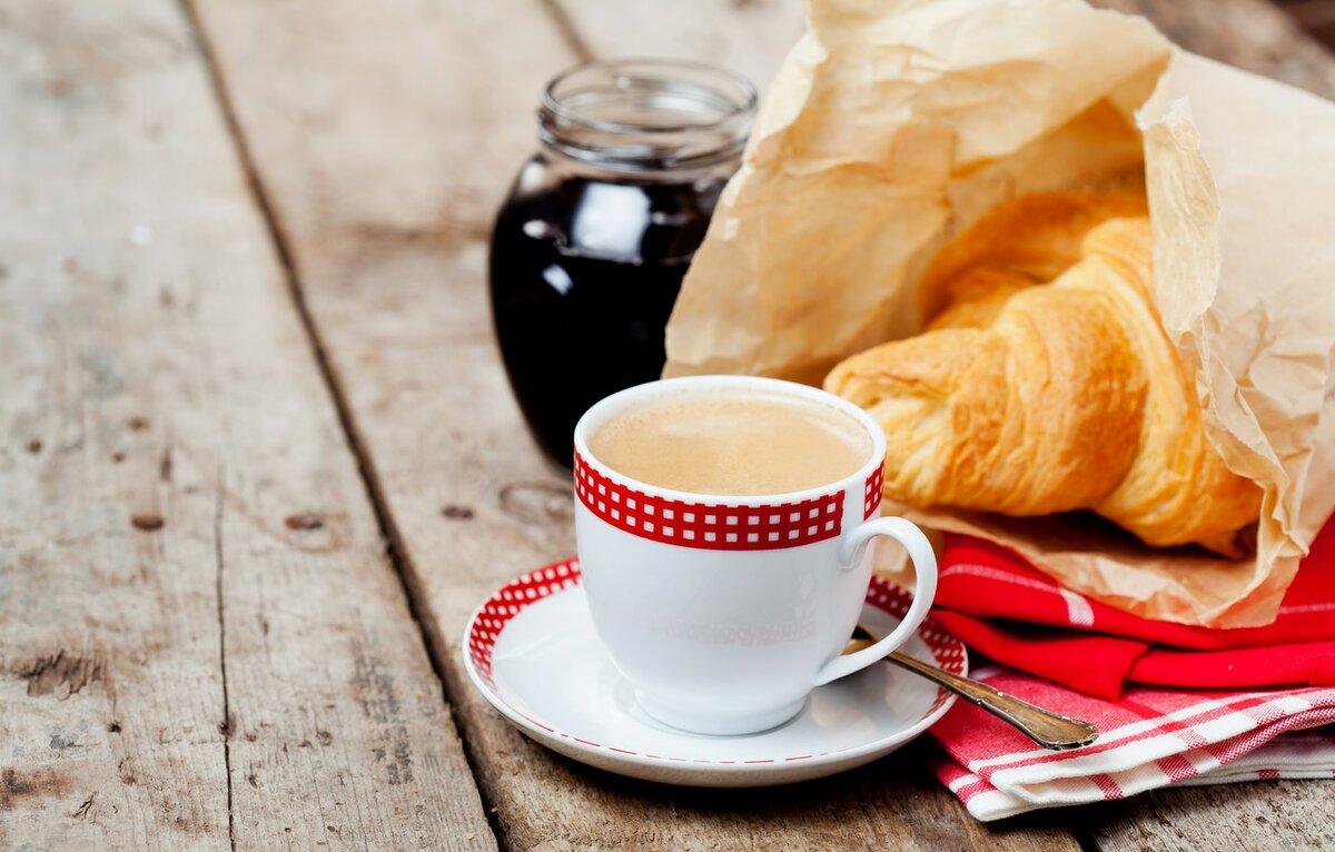 Кофе и круассаны картинка
