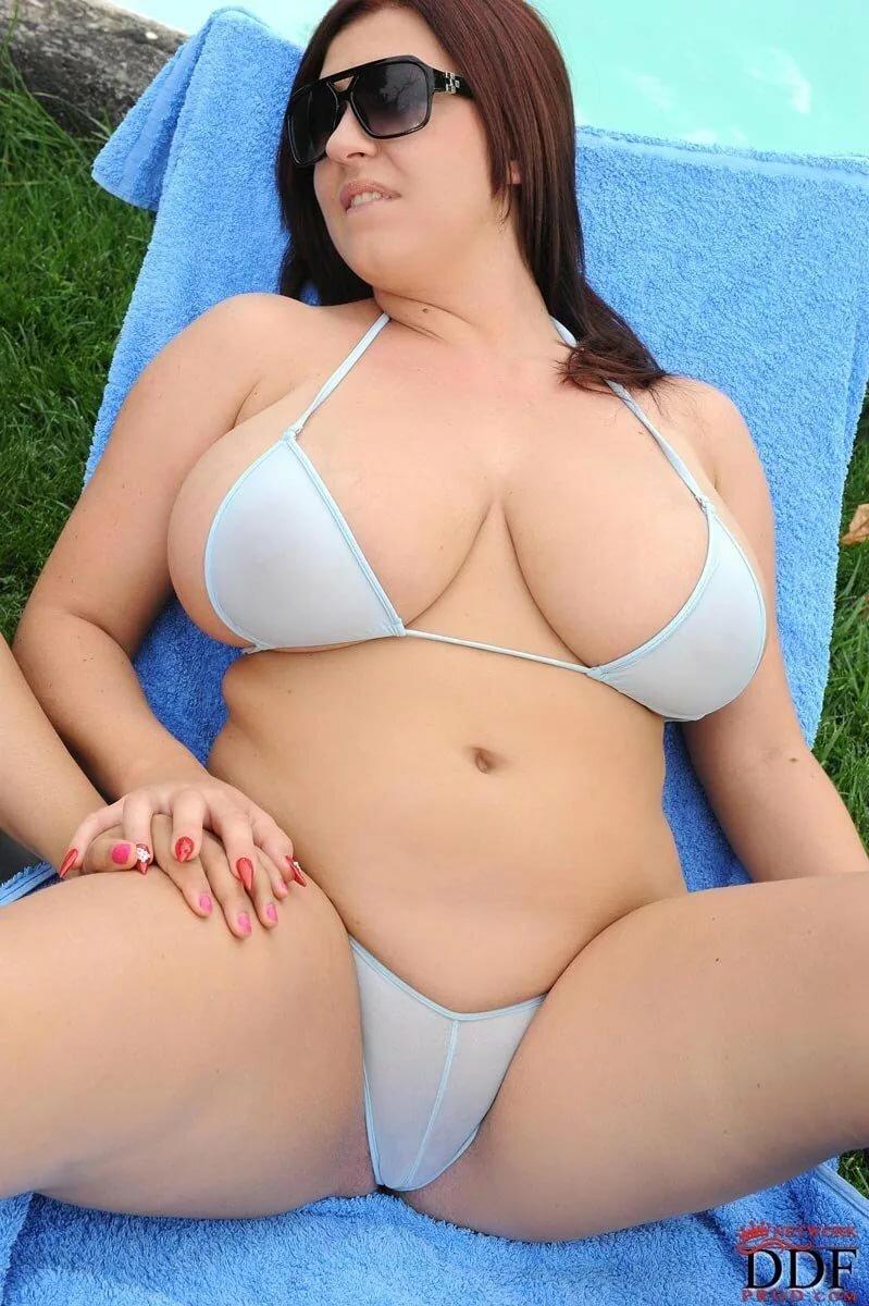Milf priya fat girls in bikinis porn lady naked shopping