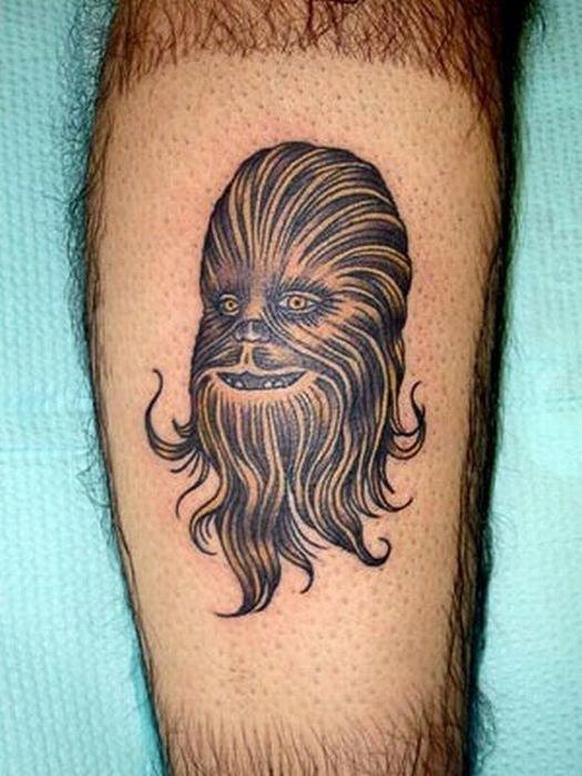 поклонник серии Звездных войн сделал себе тату на голени