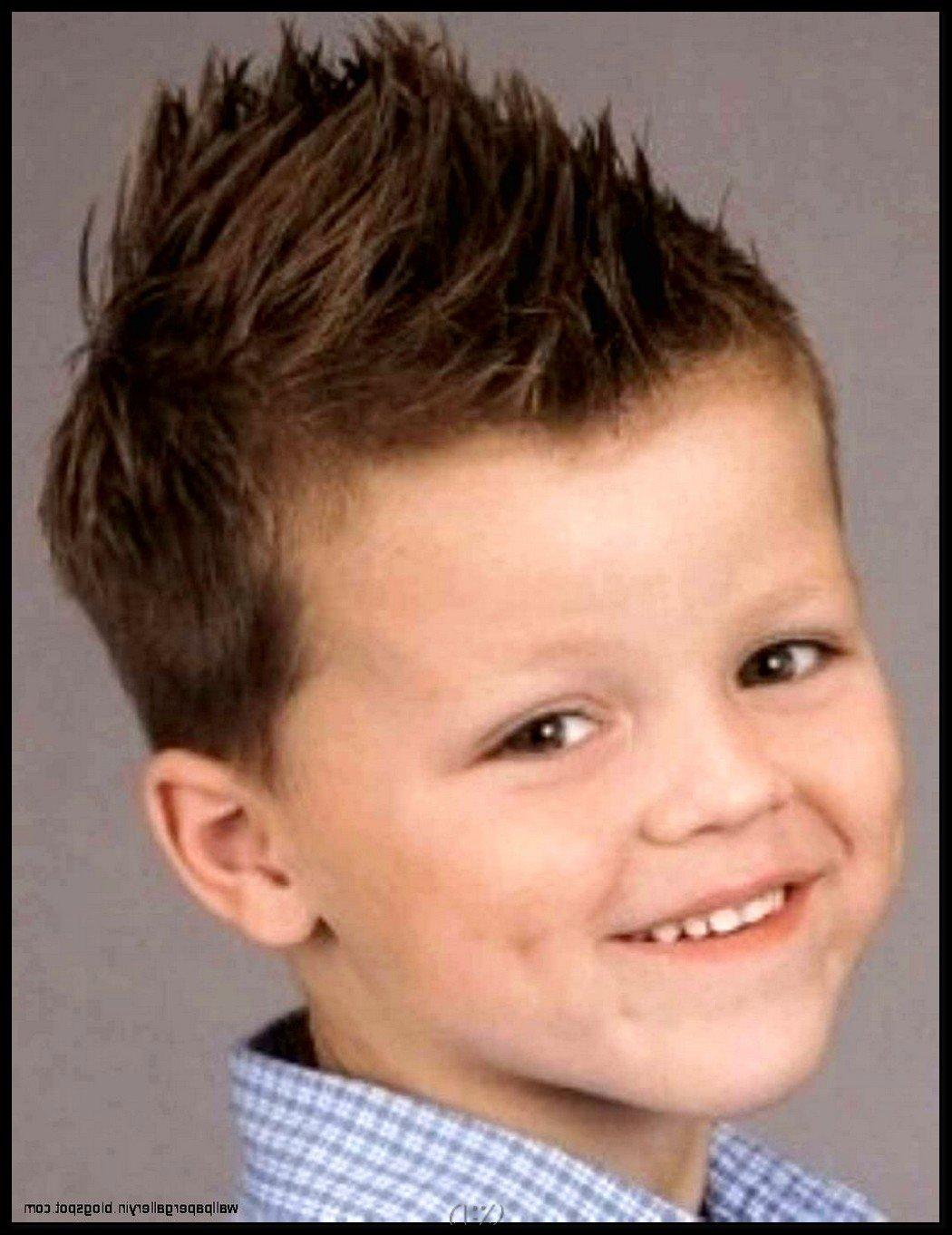 Причёски для мальчиков на бок 95