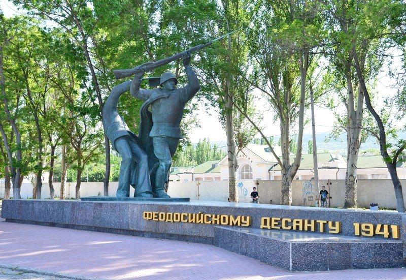 Памятники в феодосии яндекс изготовление памятники из крошки цена минск