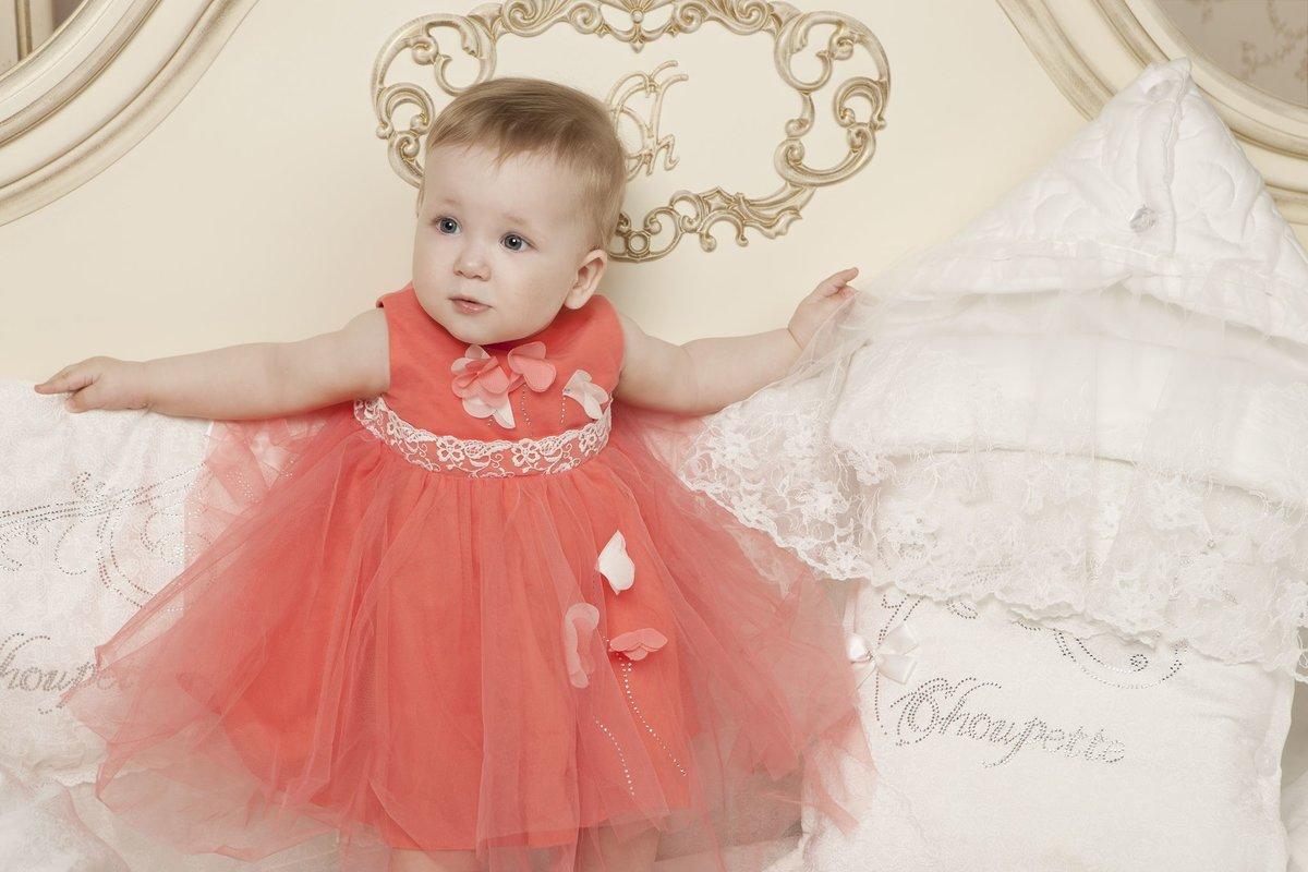 В магазине pink boutique можно купить разнообразные красивые платья для девочек до года: классические платья, уместные для любого торжества.