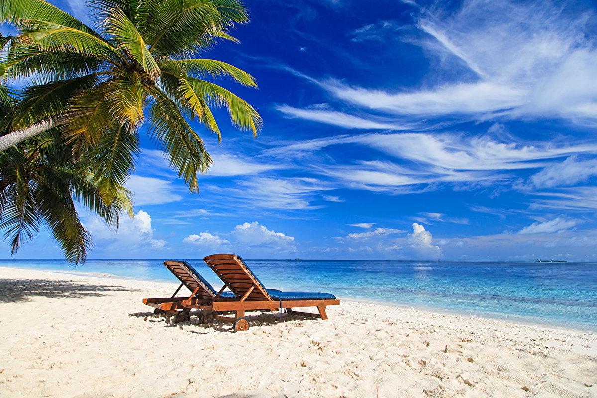 Фото именинника, открытка с пляжем