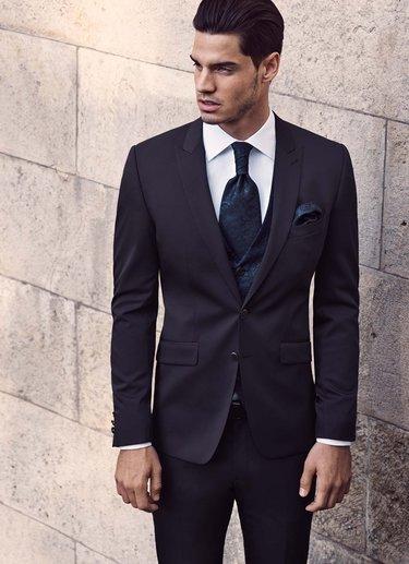 84df7f96d39f Свадебные мужские костюмы помогут молодому человеку создать ...