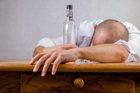 Есть такие люди которые вообще не пьют алкоголь. Ну как вообще ...