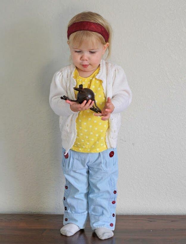 Добрый день, дорогие рукодельницы! В сегодняшнем мастер-классе мы узнаем, как сшить детские штанишки из старой джинсовой рубашки