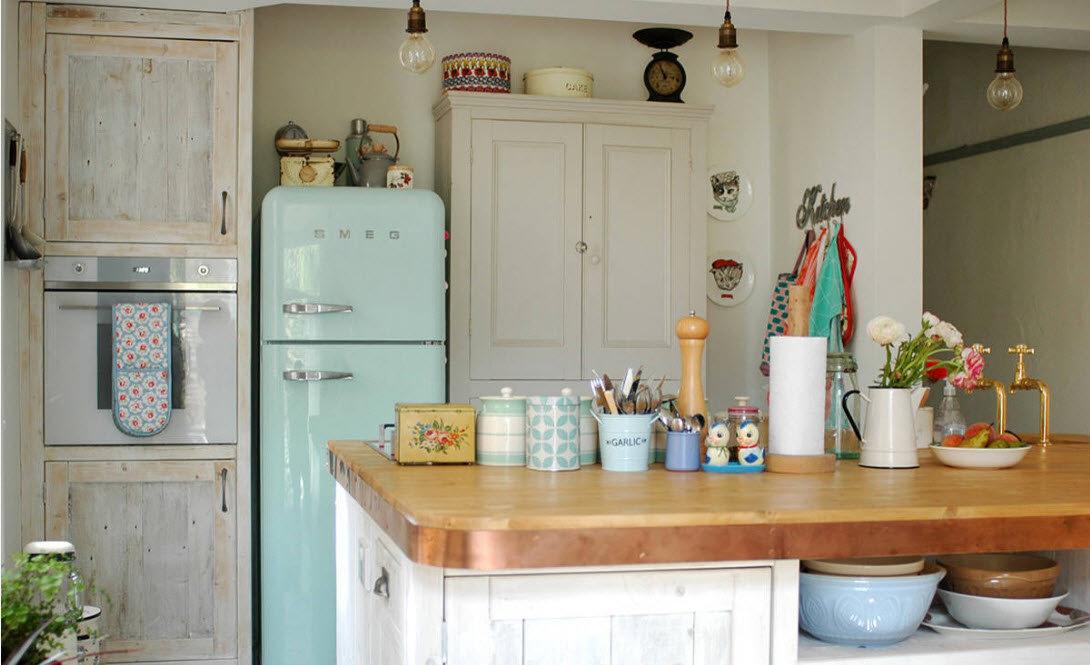 Интерьер малогабаритной кухни гостиной в стиле прованс в квартире и загородном доме на фото. Дизайн маленькой белой кухни в стиле кантри: плитка и обои.