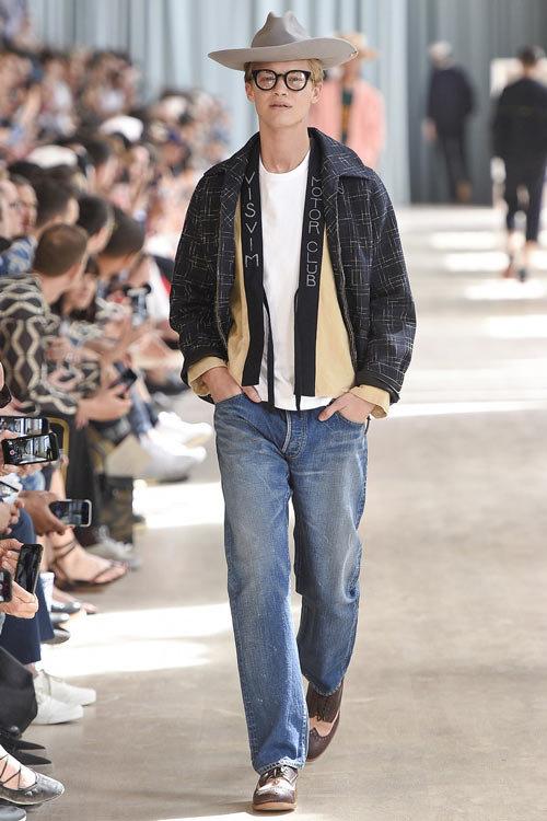 396f4e8f15e8 Классические джинсы прямого кроя из последних коллекций мужской моды сезона  весна-лето 2017.