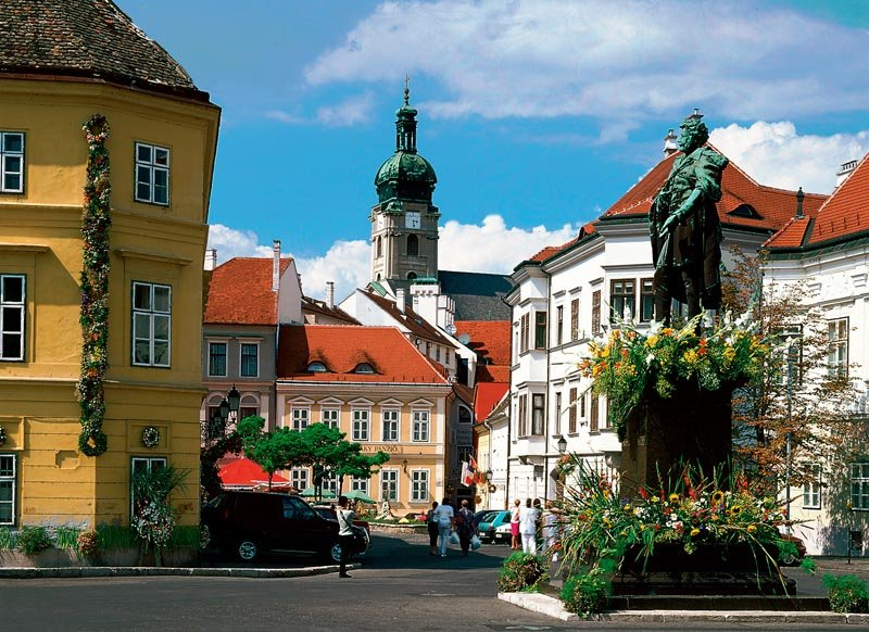 Дьёр - город, расположенный в Западной Трансданубии в Венгрии, в округе Дьёр-Мошон-Шопрон. Он находится на северо-западе Венгрии, рядом с границами Словакии и Австрии.