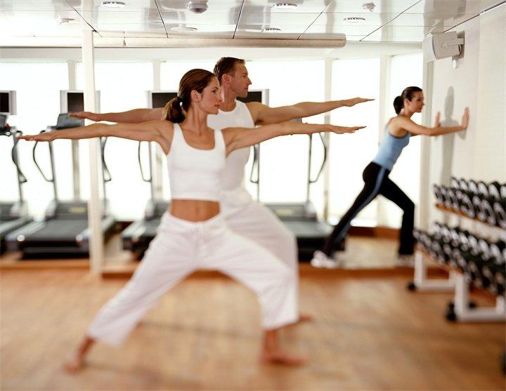 Спортивные врачи советуют заняться боди-балетом тем, кто перенес серьезные травмы, переломы костей или кто хочет пощадить свою сердечно-сосудистую систему. А еще занятия боди-балетом очень полезны для дыхательной системы и координации движения.  Тренировка  Обычно тренировка продолжается 50–60 минут и как любой урок аэробики включает в себя 3 части: разминку, основную часть и заминку. Обычно, упражнения выполняются на полу и у станка, также есть партерная часть.