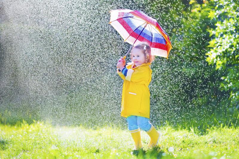 Дети под дождём фото