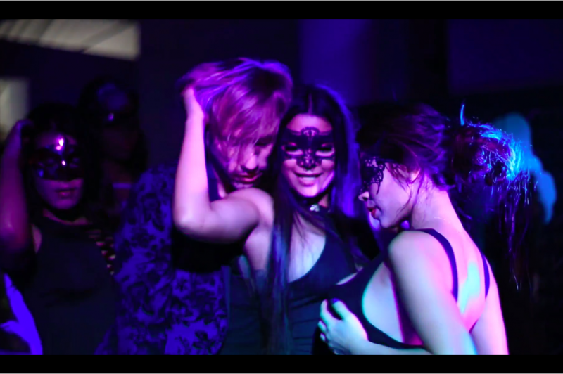 Видео секса на вечеринке нами
