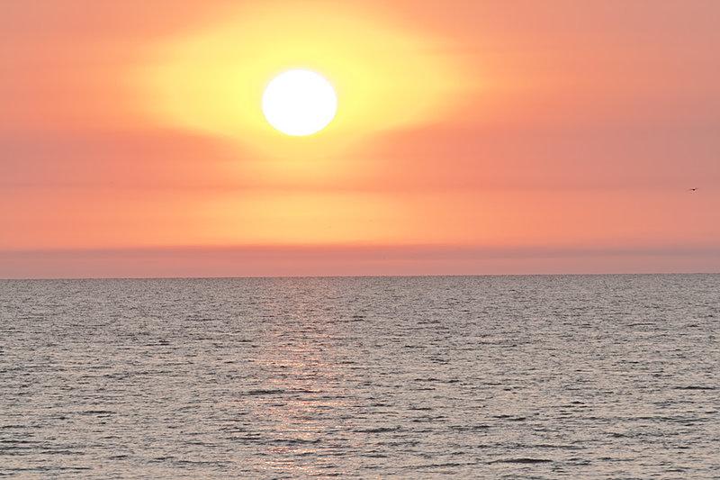 Морской пейзаж на рассвете.