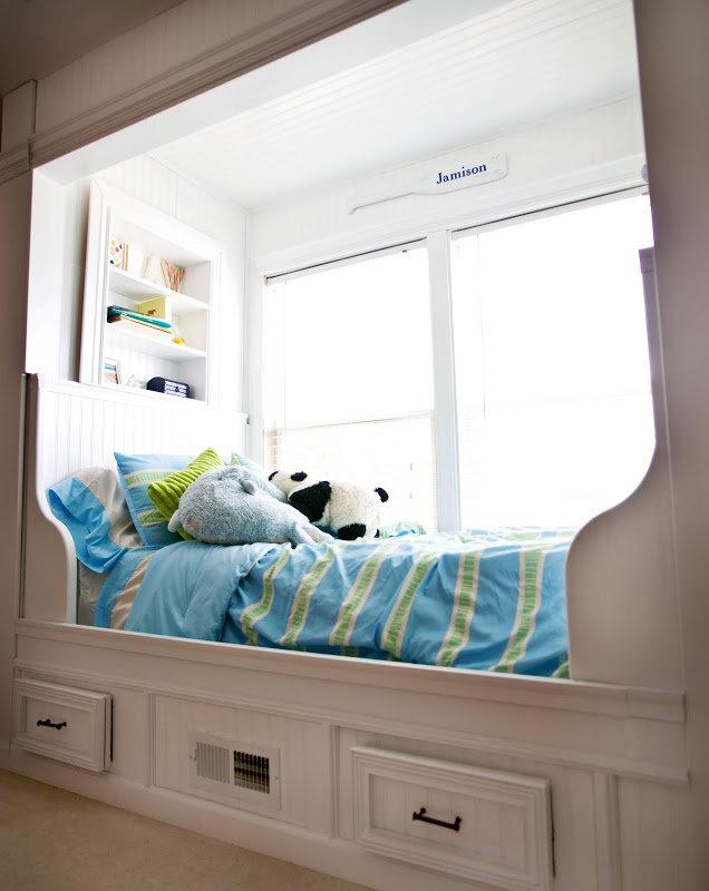 кровать подоконник в зале фото этой работе микеланджело