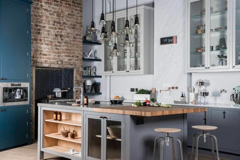 Кухня в стиле лофт в современной квартире.