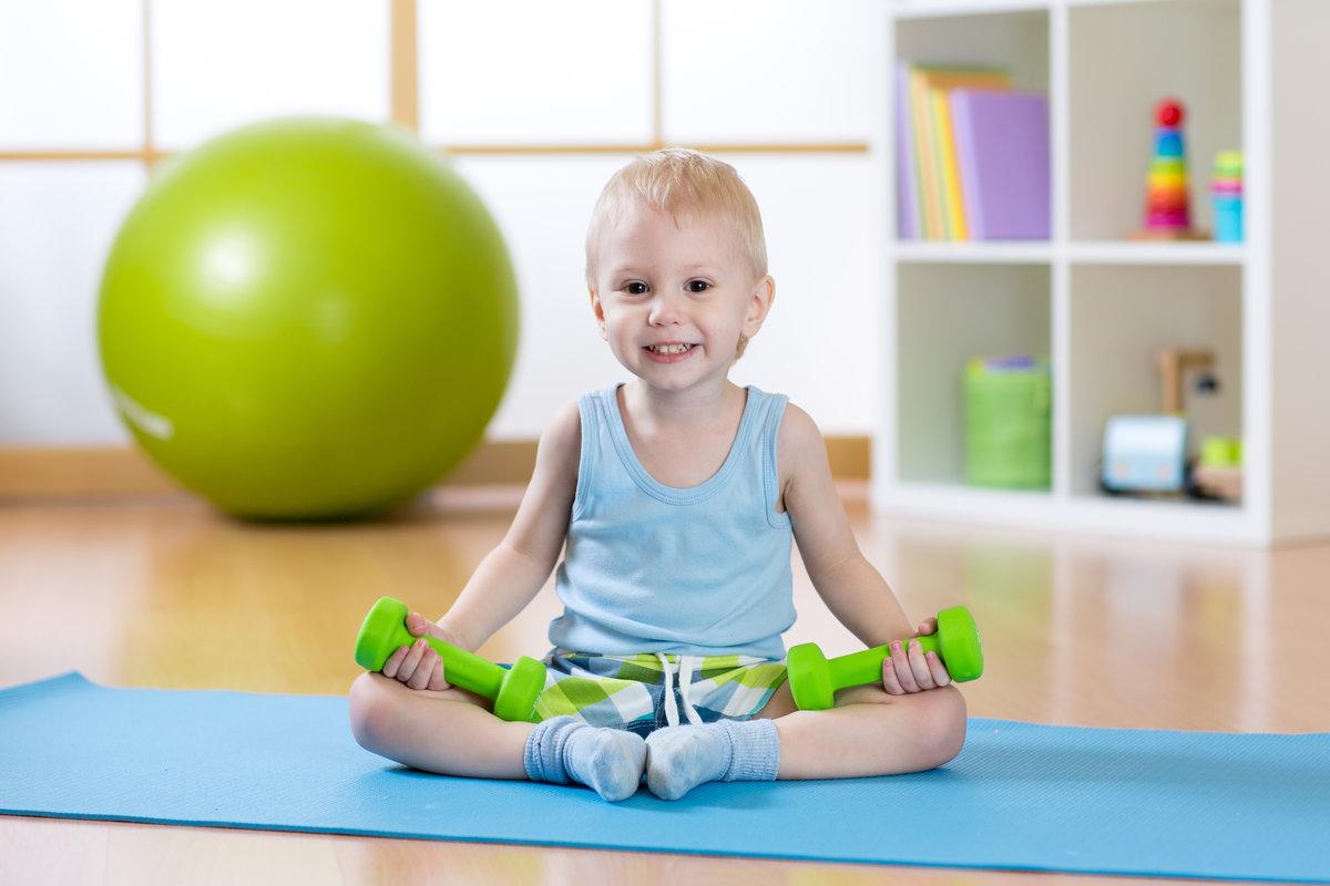Картинка детский фитнес, надписью амнезия открытка