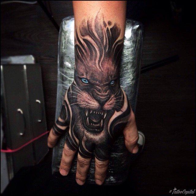 Татуировки для девушек на руке 80