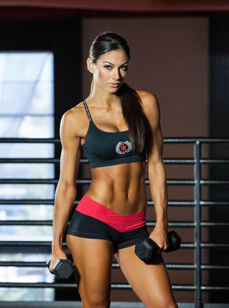 Спортивная телочка фото