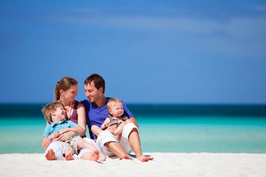 Картинки семья с детьми на море, открытка поздравлением днем