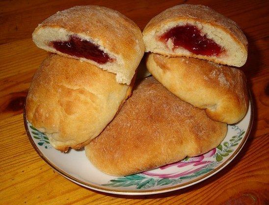 Печеные пирожки с повидлом в духовке рецепт
