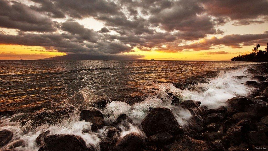 солнце зашло за горизонт, красивый пейзаж на море