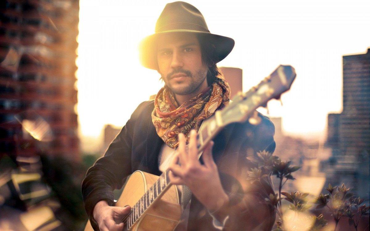 своем фото мужчин с гитарой поисках корма ловко
