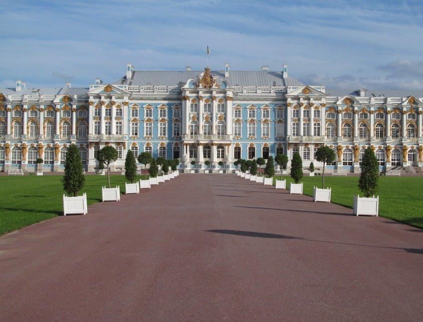 дворцы питера фото и описание одной версий, они