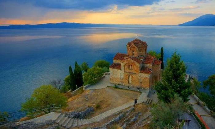Храм святого Иоанна Канео, стоящий на берегу Охридского озера