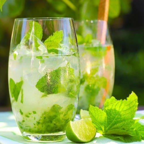 Этот коктейль – один из самых знаменитых в мире. В этом рецепте мы расскажем о приготовлении его безалкогольной и алкогольной вариаций.