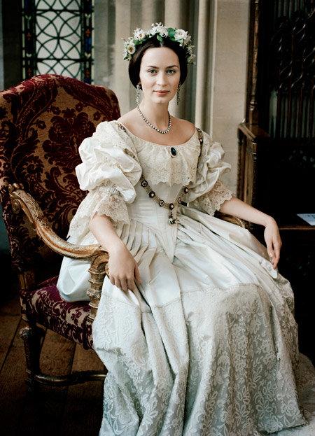 Викторианское платье - сдержано и роскошно.