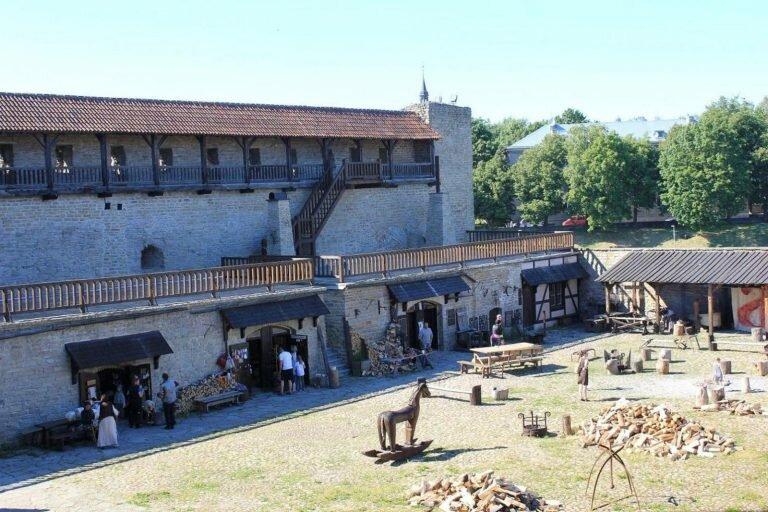 Город Нарва –северный двор крепости