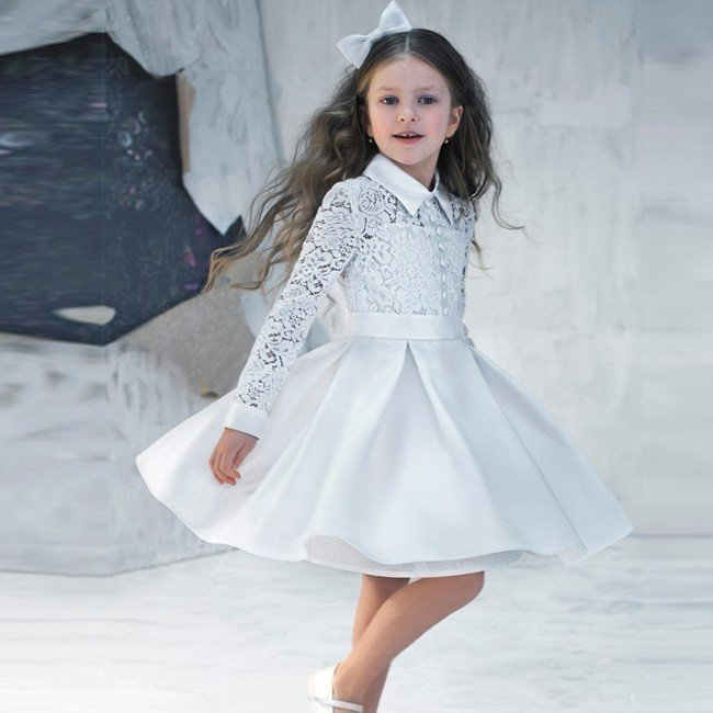 Дизайнеры решили взять инициативу в свои руки и подсказать родителям модные направления при выборе нарядов для детского выпускного: