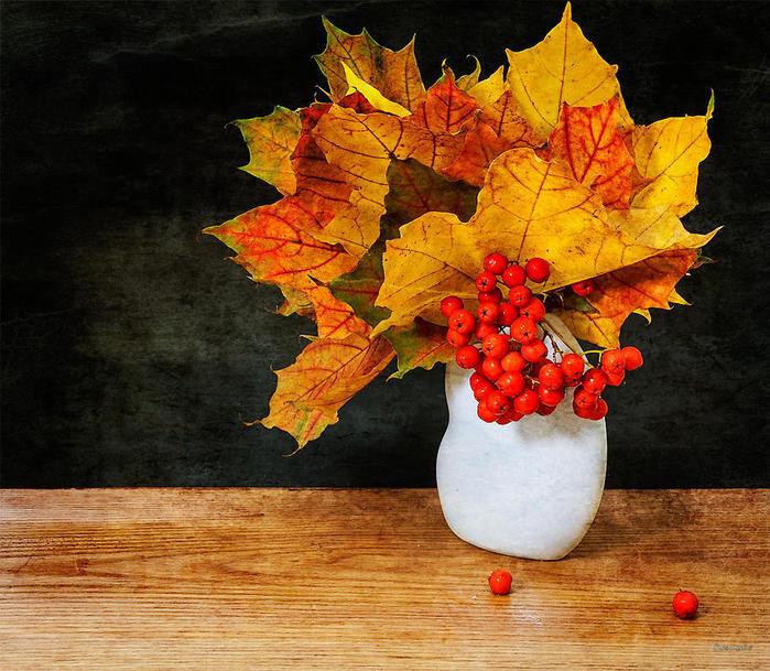 Открытки с осенним букетом из листьев