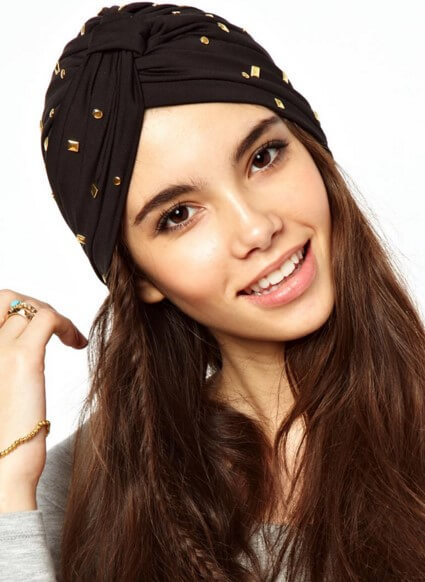 Черная шапка-тюрбан с рисунком